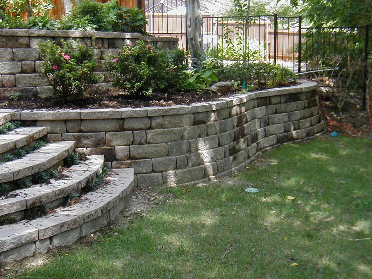 Landscaping With Walls : Using retaining walls and french drains for landscaping in midwest