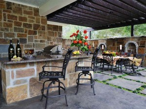 Outdoor Kitchen Bar Seating in Oklahoma